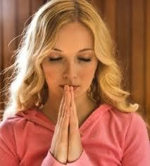 praying-young-woman